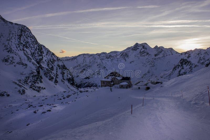 Inverno del rifugiato di Val Senales in Italia fotografia stock libera da diritti