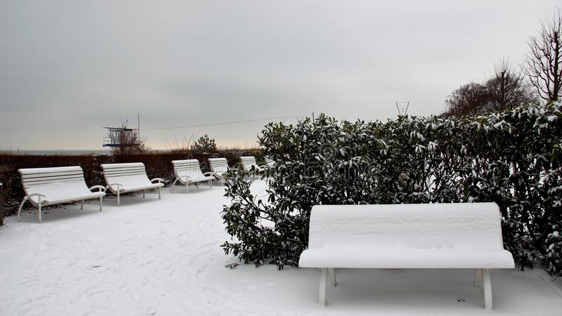 inverno e banco vazio foto de stock royalty free