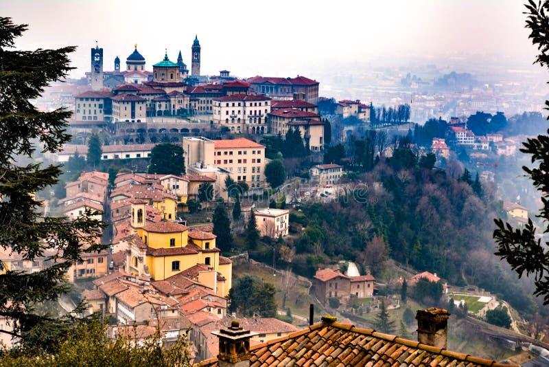 inverno em Itália, Bergamo, cidade velha fotografia de stock