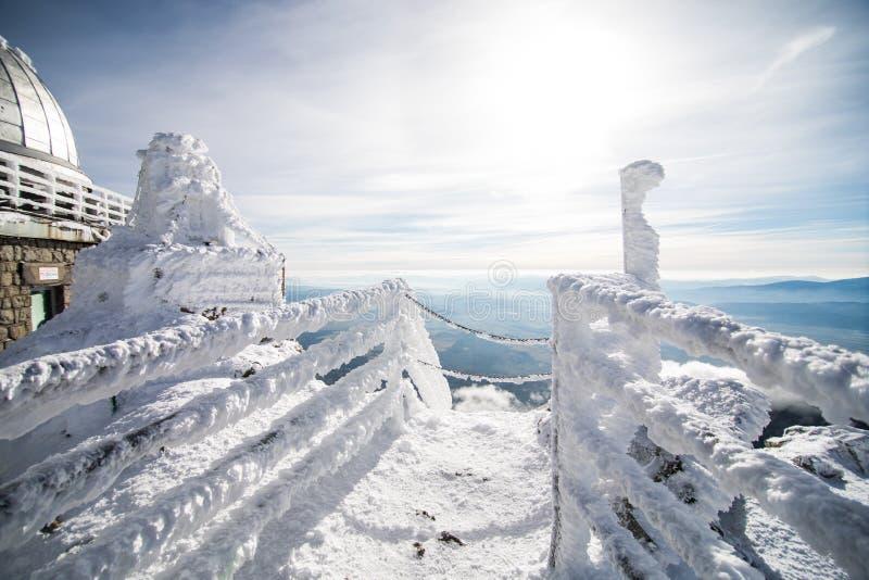 inverno em montanhas altas de Tatras fotos de stock