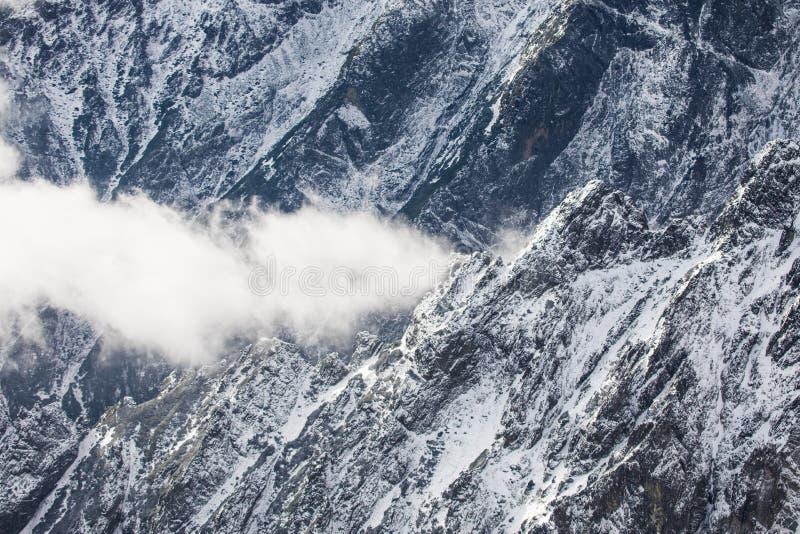 inverno em montanhas altas de Tatras Tatry alto slovakia imagem de stock