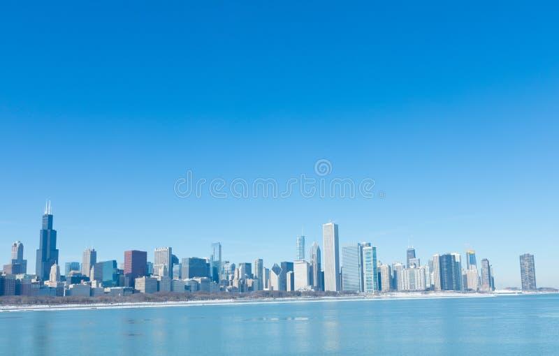 inverno frio em Chicago do centro com skyline da cidade fotografia de stock royalty free