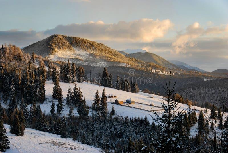 Inverno in montagne immagini stock libere da diritti