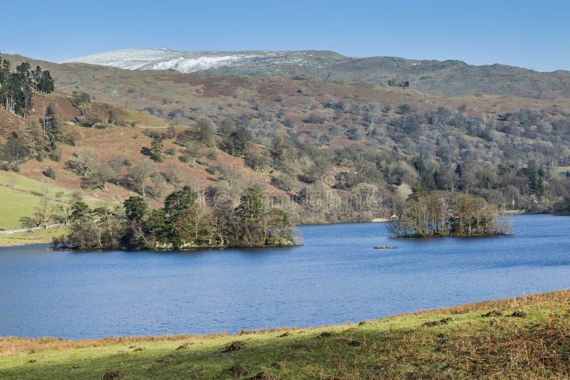 inverno na água no distrito do lago, Cumbria de Rydal, Inglaterra foto de stock royalty free
