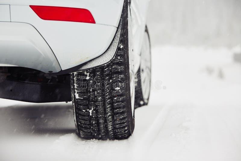 inverno na estrada fotos de stock royalty free