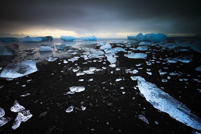 Inverno nero della spiaggia fotografia stock libera da diritti