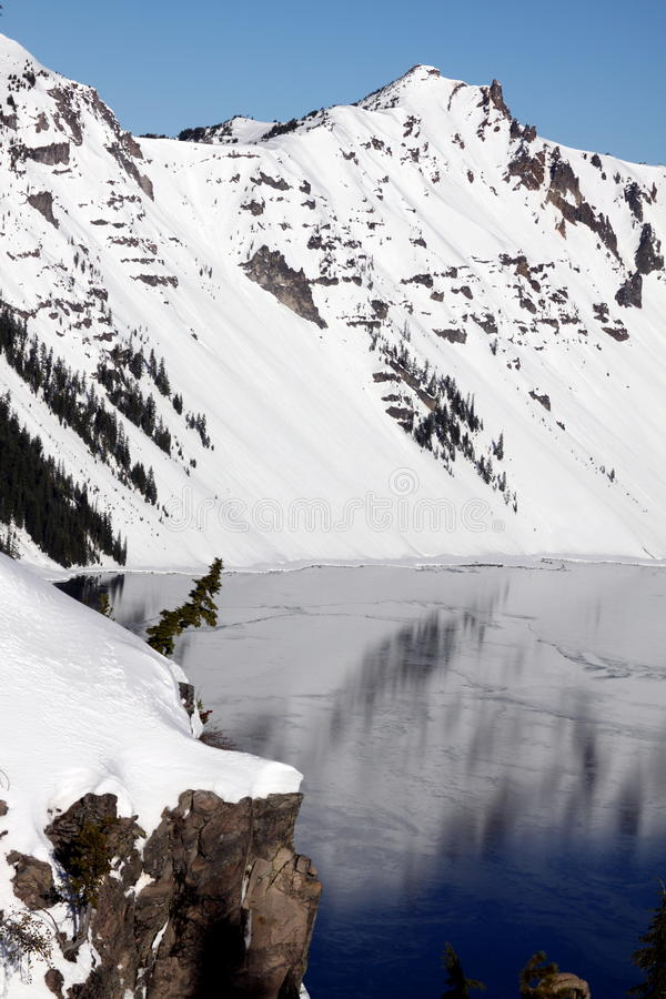 Inverno no parque nacional do lago crater fotos de stock