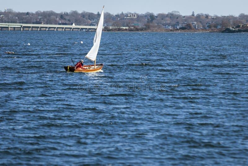 inverno que navega fora de Jamestown fotos de stock royalty free
