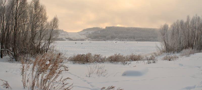 inverno que pesca em janeiro foto de stock