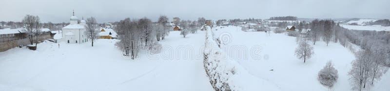 Inverno russo Fortezza di Izborsk vicino a Pskov, Russia fotografia stock libera da diritti