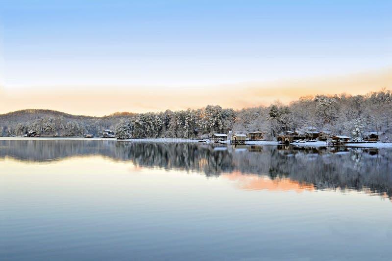 Inverno sul lago fotografie stock libere da diritti