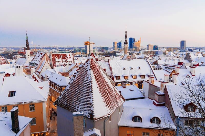 Inverno Tallinn Panorama della città al tramonto fotografie stock