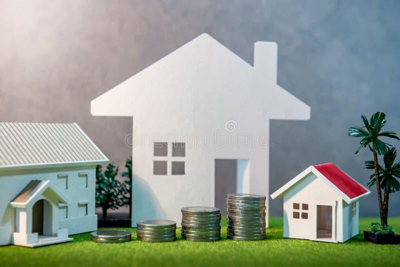 Invesment dos bens imobiliários Conceito da escada da propriedade imagem de stock royalty free