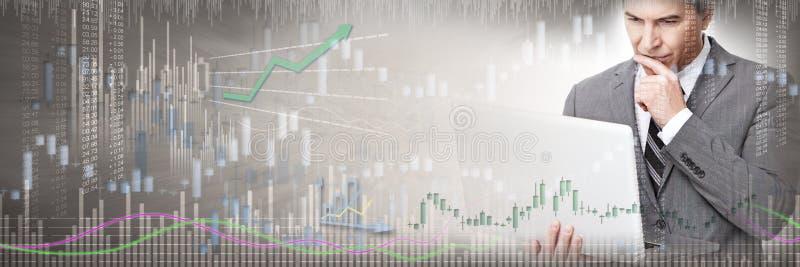 Investeerder met laptop computer royalty-vrije stock afbeelding