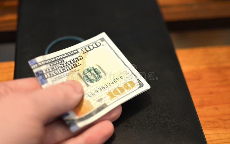 Investering, financieel, schenkingsconcept, of steekpenning, corruptieconcept De dankbaarheid van de vooruitbetalingsdienst royalty-vrije stock foto's