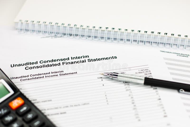 Investieren Sie die Finanzierung, Konzept ein Bankkonto habend Geschäftsbuchhaltungsbericht lizenzfreies stockfoto