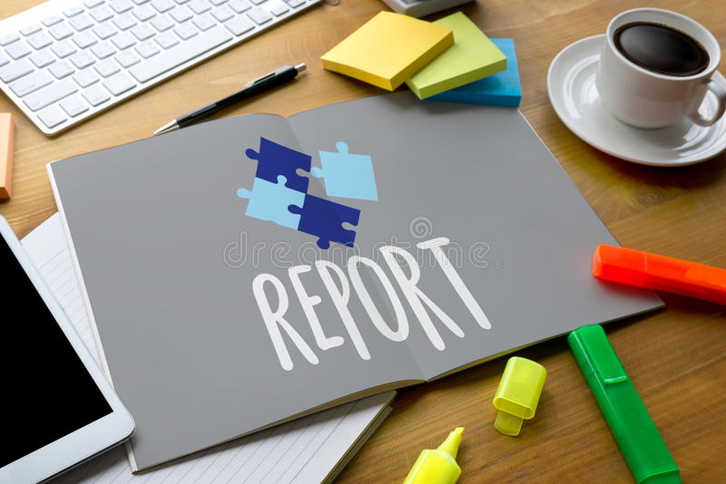 Investigación del progreso de las noticias de la información del informe, texto del informe de crédito foto de archivo