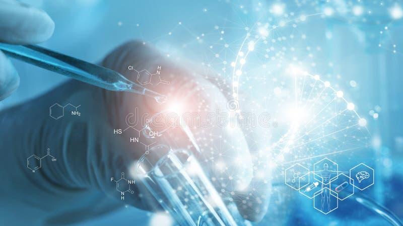 Investigaci?n gen?tica y concepto de la ciencia de Biotech Biología humana y tecnología farmacéutica en fondo del laboratorio imagenes de archivo