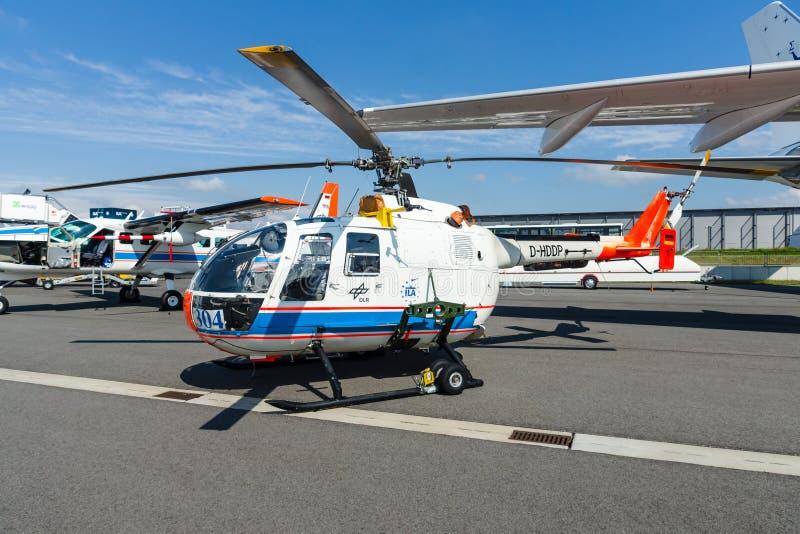 Investigue MBB Bo105 de Eurocopter del helicóptero por el centro aeroespacial alemán (DLR) imagenes de archivo