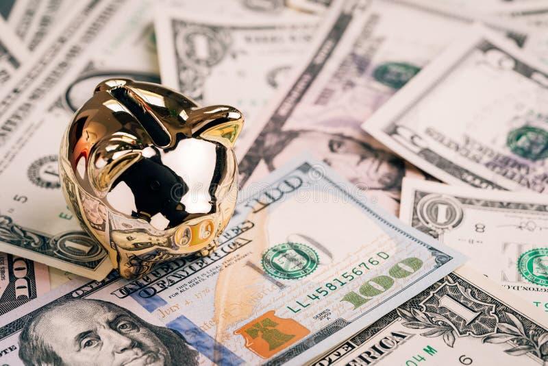 Investimento di crescita di successo, fondo finanziario o deposito a risparmio per l'anno di concetto del maiale, porcellino salv fotografia stock