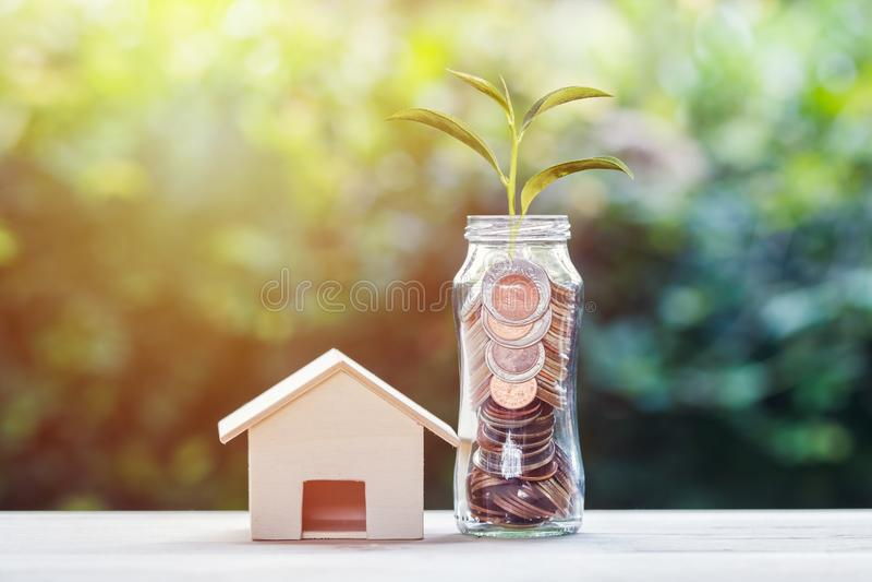 Investimento do dinheiro para o conceito da casa fotografia de stock royalty free