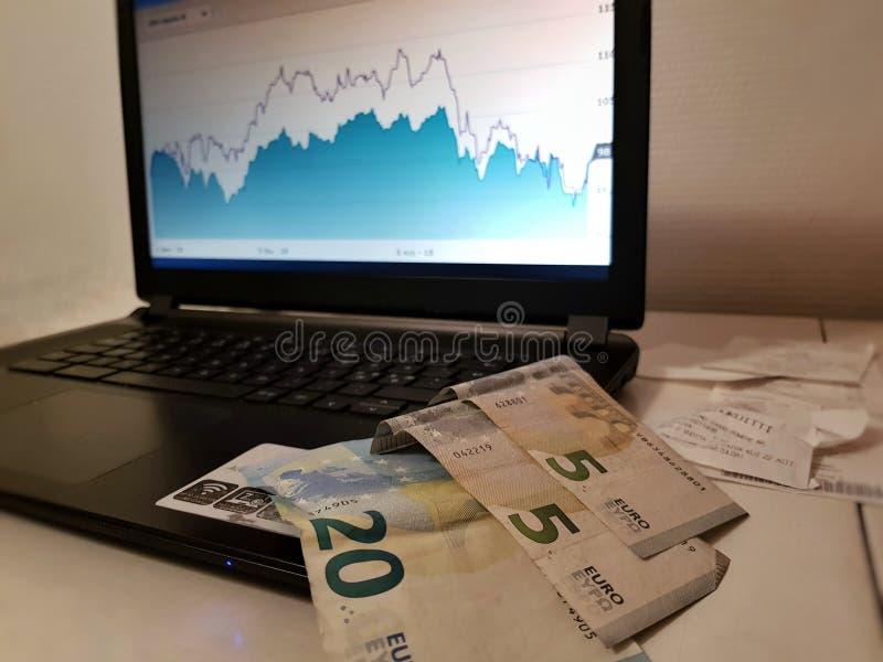 Investindo o dinheiro fotografia de stock royalty free