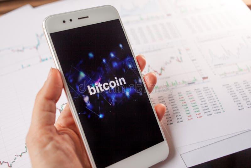 Investissement dans Bitcoin, concept Statistiques et rapports, analyse du marché de cryptocurrency photos libres de droits
