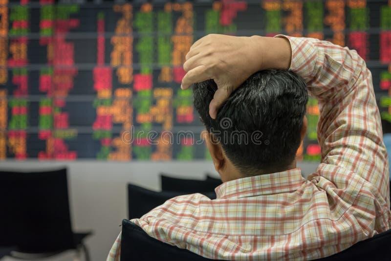 Investisseur et marché boursier photographie stock