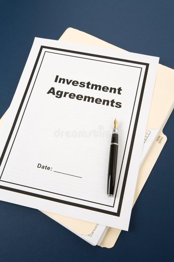 Investitions-Vereinbarung lizenzfreie stockfotografie