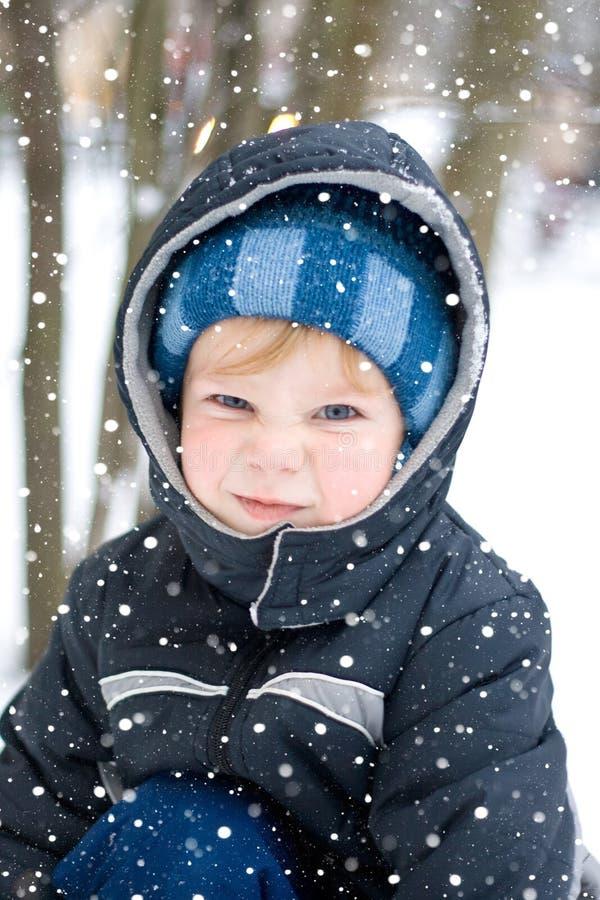 Download Invierno imagen de archivo. Imagen de niño, hood, tiempo - 7283521