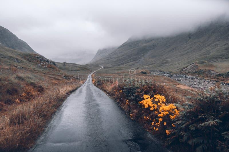 Invierno BRITÁNICO de la lluvia del viaje de las montañas de Escocia Glencoe foto de archivo libre de regalías