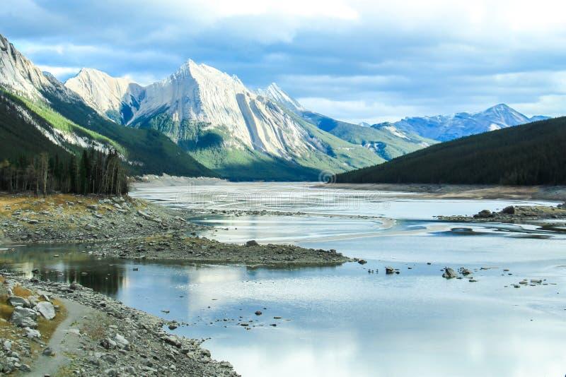 Invierno de la nieve de Alberta Canada del lago imágenes de archivo libres de regalías