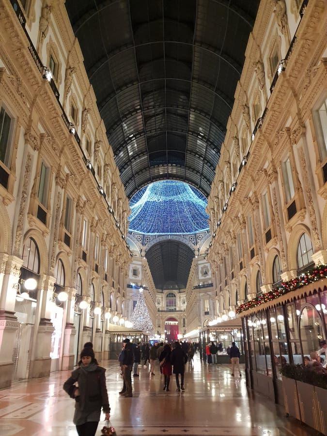 Invierno del árbol de navidad de Milano de los di del duomo de Manuel del vittorio del Galleria fotos de archivo