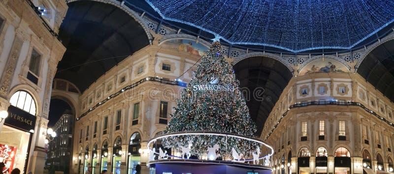 Invierno del árbol de navidad de Milano de los di del duomo de Manuel del vittorio del Galleria foto de archivo