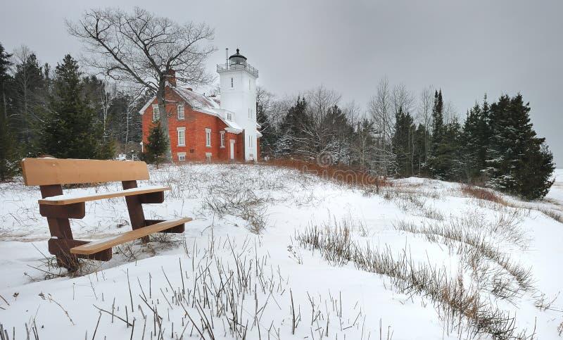 Invierno en el faro de la punta de 40 millas, Michigan los E.E.U.U. foto de archivo
