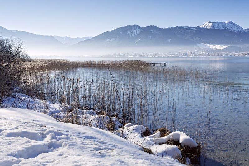 Invierno en el lago Tegernsee, Baviera, Alemania fotografía de archivo libre de regalías