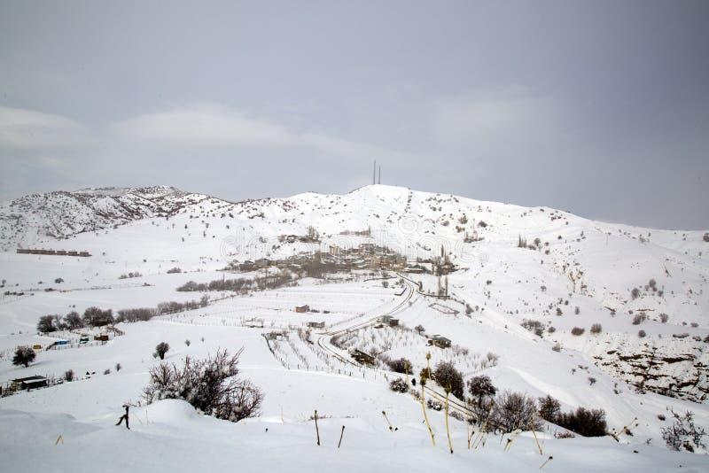 Invierno en el pueblo Pueblo de Turquía Erzincan Ilic Danzi Ozlu fotografía de archivo