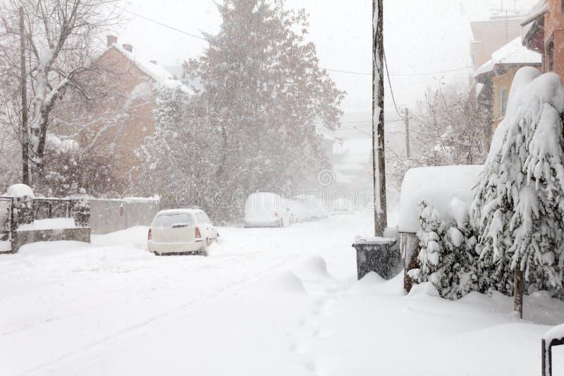 Invierno en suburbios imagenes de archivo