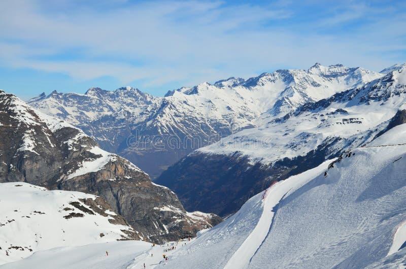 Invierno los Pirineos con los downhills fotos de archivo libres de regalías