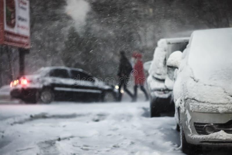 Invierno, nevadas, ventisca, tormenta, desenfocado foto de archivo