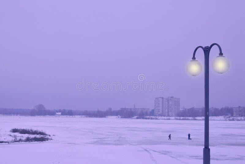 Invierno, nieve, cielo, camino, paisaje, azul, naturaleza, frío, mar, puesta del sol, fábrica, agua, poder, al aire libre, humo,  foto de archivo libre de regalías