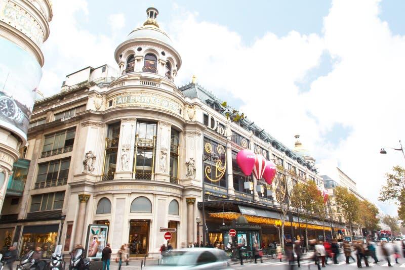 Invierno y estación de las compras de la Navidad en París fotografía de archivo