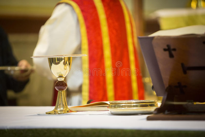 Invigd präst arkivfoto