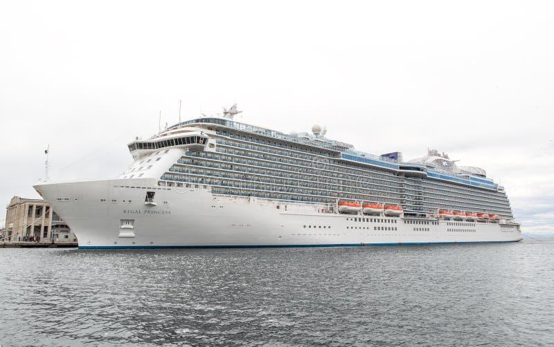 Invigning av den kungliga prinsessan för kryssningskepp royaltyfria foton