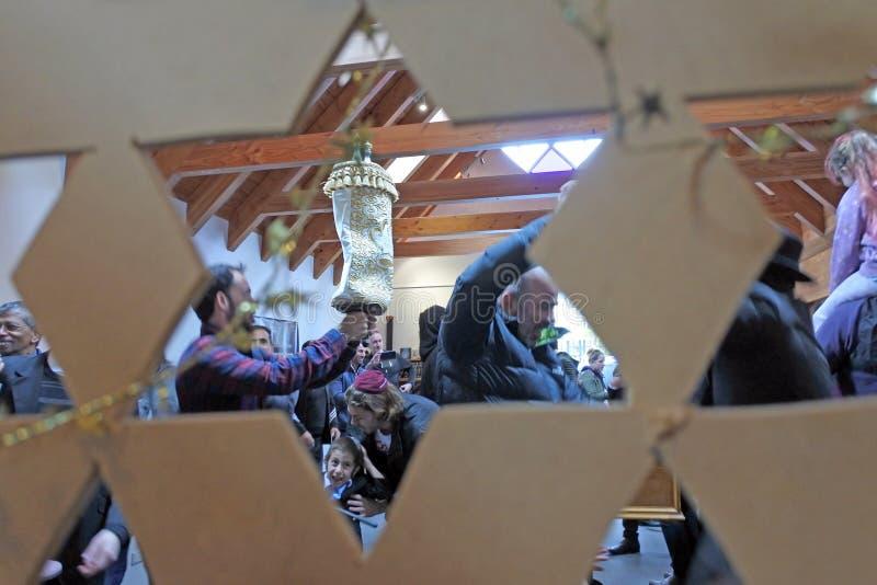 Invigning av en ny Torah snirkelceremoni arkivfoto