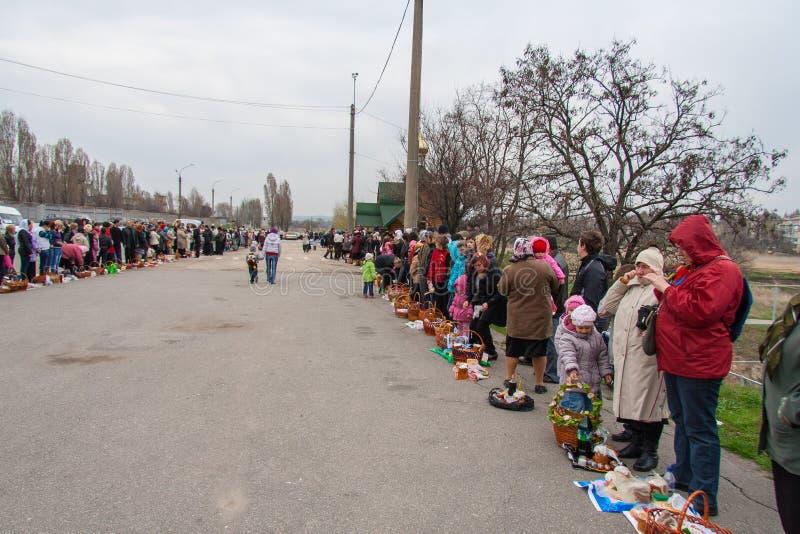 Invigning av traditionella påskkakor för den ortodoxa påskferien royaltyfria foton