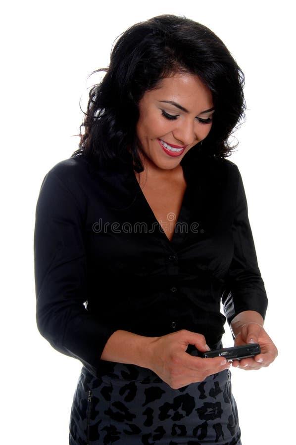 Invio di messaggi di testo della donna di affari fotografia stock