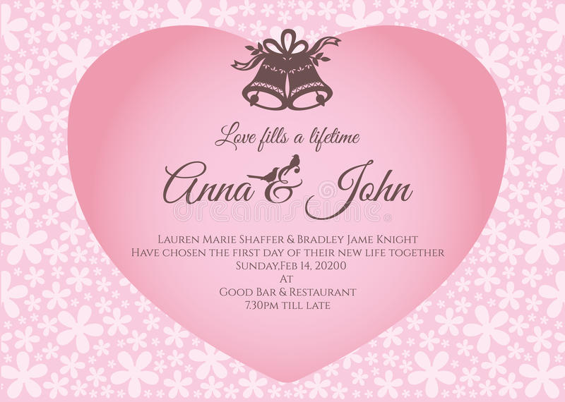 Invitación de boda - la campana y el texto en corazón rosado en plantilla del vector del fondo del extracto de la flor diseñan libre illustration