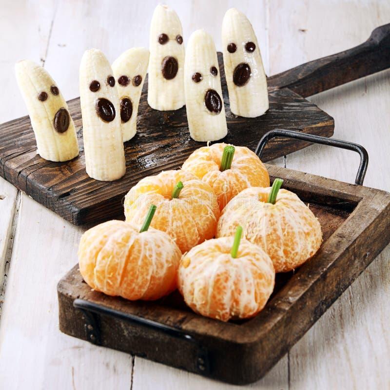 Invitaciones sanas de Halloween hechas de la fruta fotografía de archivo libre de regalías