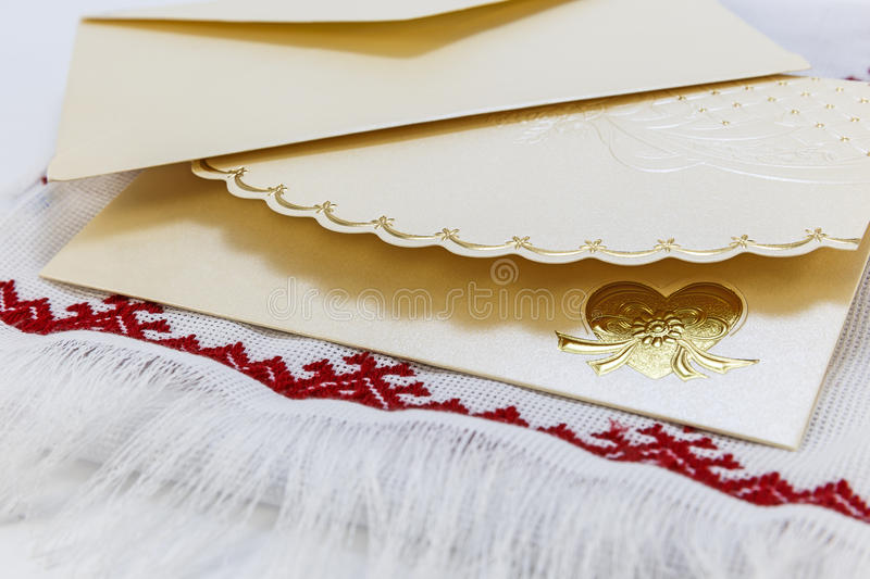 Invitation card on the decorative knit towel royalty free stock photos